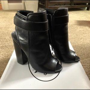 Size 5 - Never Worn - Steven Madden Heels